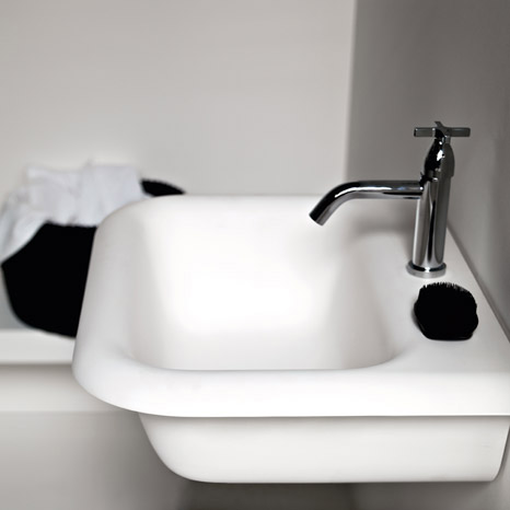 Old Fashioned Bathtubs in Modern Material by Agape