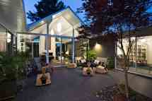 Interior Courtyard Surrounded 4 Gables House Klopf
