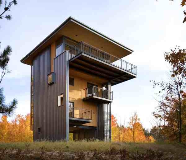 4-storey Tall House Reaches Above Forest Lake
