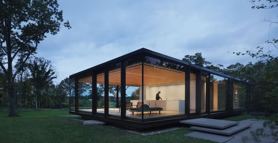 Steel Frame Sustainable Weekend House With All Glass Facade