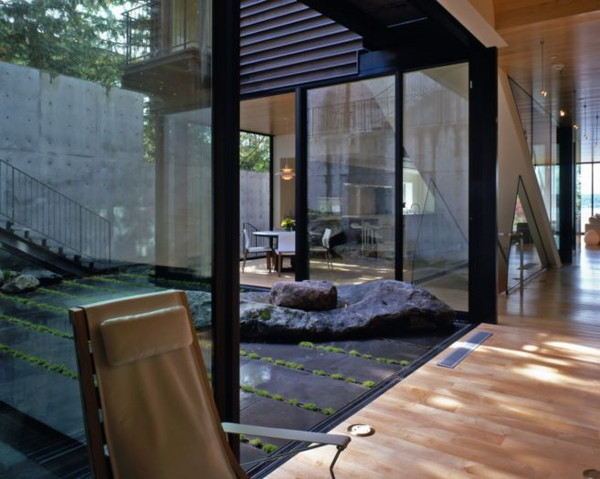 Contemporary Courtyard Design invites nature in