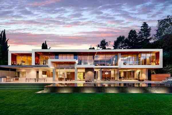 Ultramodern Hillside Los Angeles Jet-set Estate