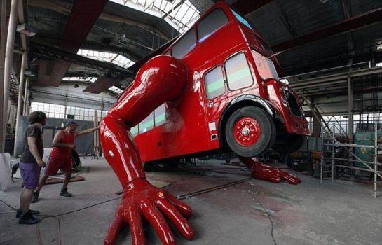 Şınav Çeken Otobüs heykeli(11 Fotograf)