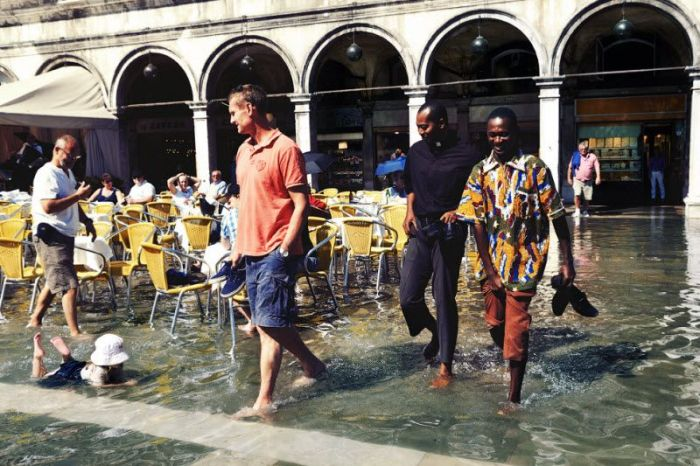 Venedik Yavaş Yavaş Sulara Teslim Oluyor(27 Fotograf)