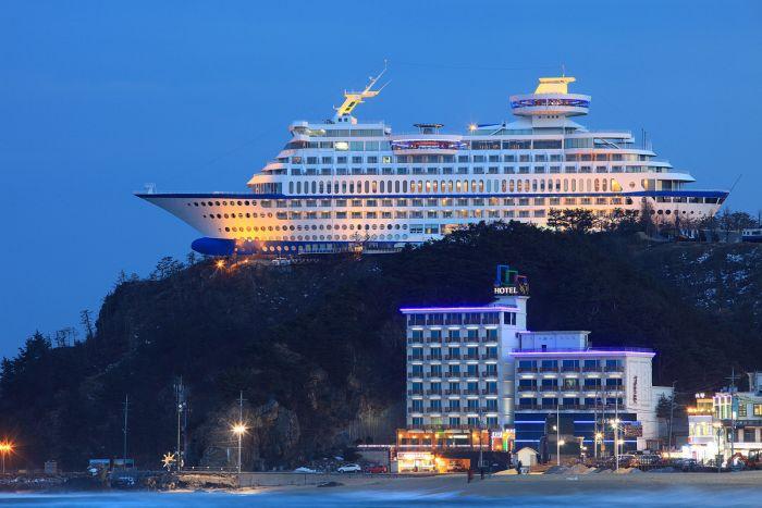 Kaya Üzerinde İnanılmaz Gemi Otel(9 fotograf)