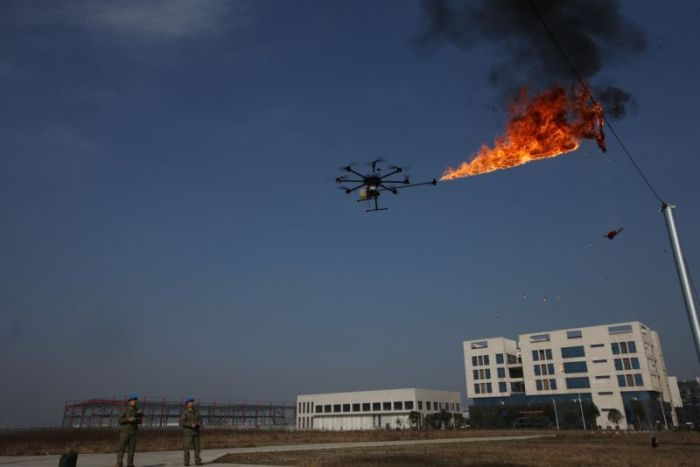 Çin'de Enerji Hatlarında Bulunan Atıkları İmha Yöntemi (4 Fotograf)