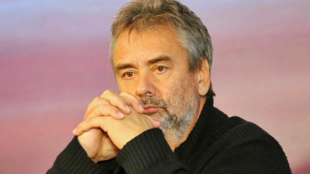 Luc Besson prépare un pilote de série pour ABC avec Jean Dujardin | TRT Français
