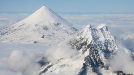 Fortes erupções no Monte Shishaldin
