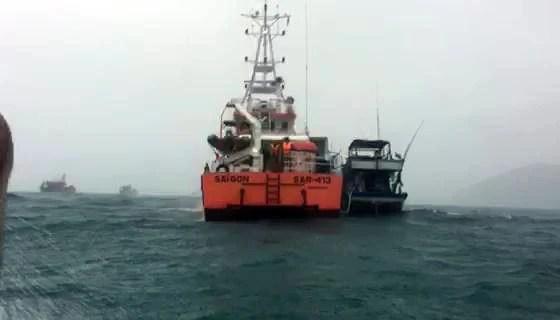 Hàng chục tàu cá vào âu tàu, làng chài Trường Sa trú ẩn - Ảnh 2.