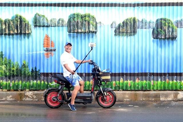 Độc đáo bức tranh 3D vẽ trên tôn dài nhất Việt Nam - Ảnh 2.
