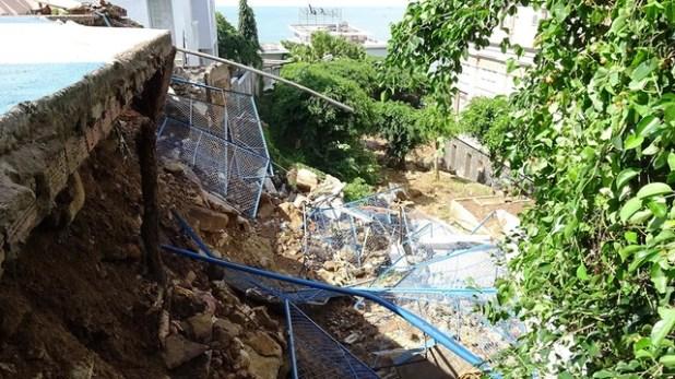 Mưa lớn, sân bóng rổ đổ ập xuống khách sạn ở Vũng Tàu - Ảnh 2.