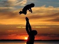 Công việc và Facebook lấy mất thời gian cha dành cho con?