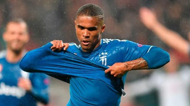 Douglas Costa favoloso manda la Juve negli ottavi: gol meraviglia! Lokomotiv ko 2-1