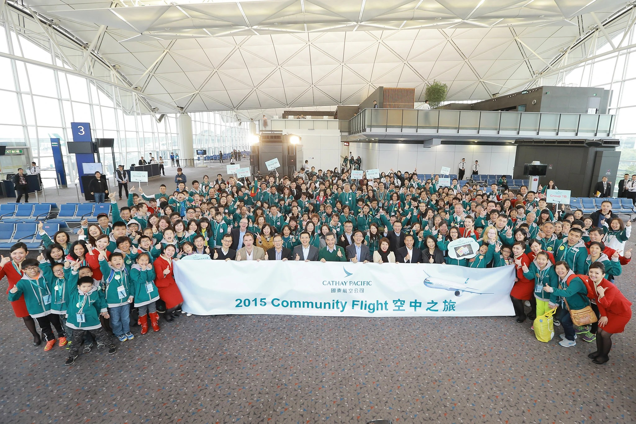 Cathay Pacific Community Flight Reinforces Family Solidarity - 200 people from less-advantaged families embark on a special flight - Cathay Pacific
