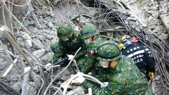 國軍救震災 網友:不能讓國防部洗白 | 時事 | 聯合影音