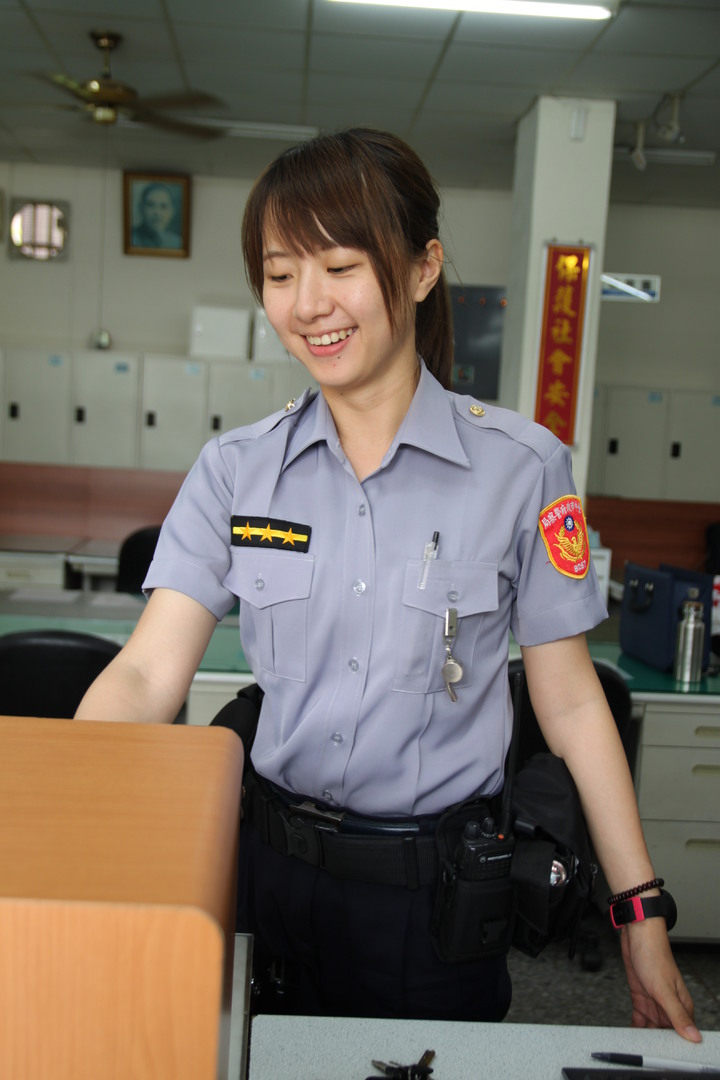 正妹女警校園宣導 高中生:瞌睡蟲跑了 | 綜合 | 聯合影音