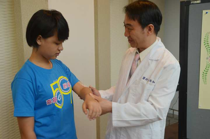 緬甸華僑醫師跨越2500公里的愛 改變少女命運 | 生活 | 聯合影音