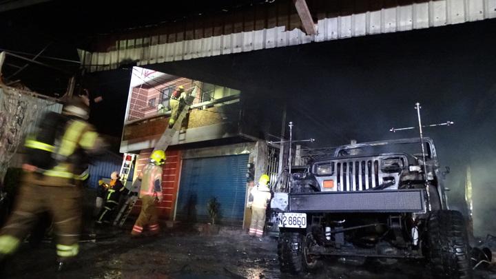 臺南後壁汽車商場大火2嗆傷6車毀 | 時事 | 聯合影音