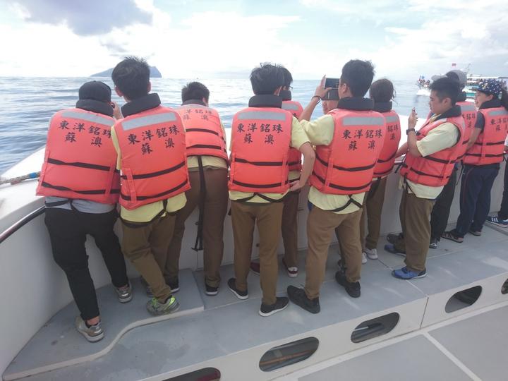 影/宜蘭獨特的成年禮 渡海去龜山島最高峰攻頂 | 生活 | 聯合影音