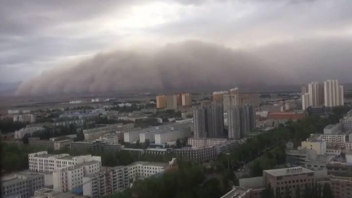 沙塵暴再襲青海 巨型「沙牆」瞬間吞沒城市 | 時事 | 聯合影音