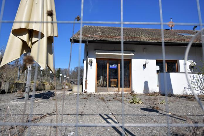 The Sauvabelin hostel, unoccupied since 2015, was under the remote surveillance of a security company, which did not prevent the collective from settling there.