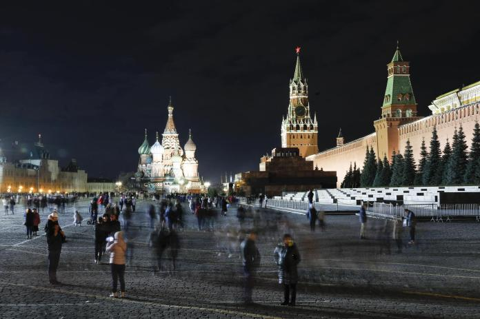 Another example from Moscow: The buildings shrouded in spotlights still dominate on Red Square ...