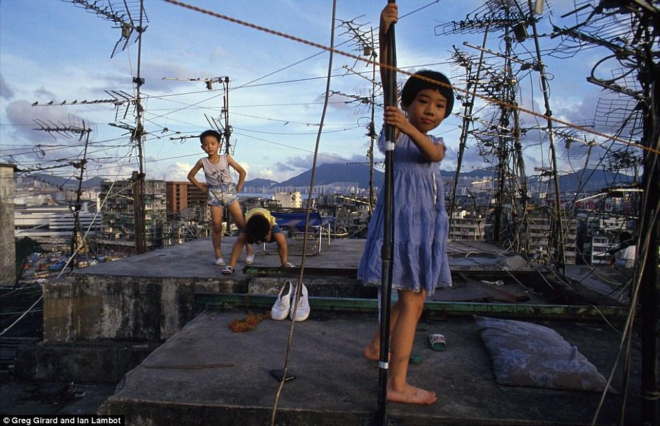 紀錄香港 外國攝影師鏡頭下的九龍城寨 - UNWIRE.HK