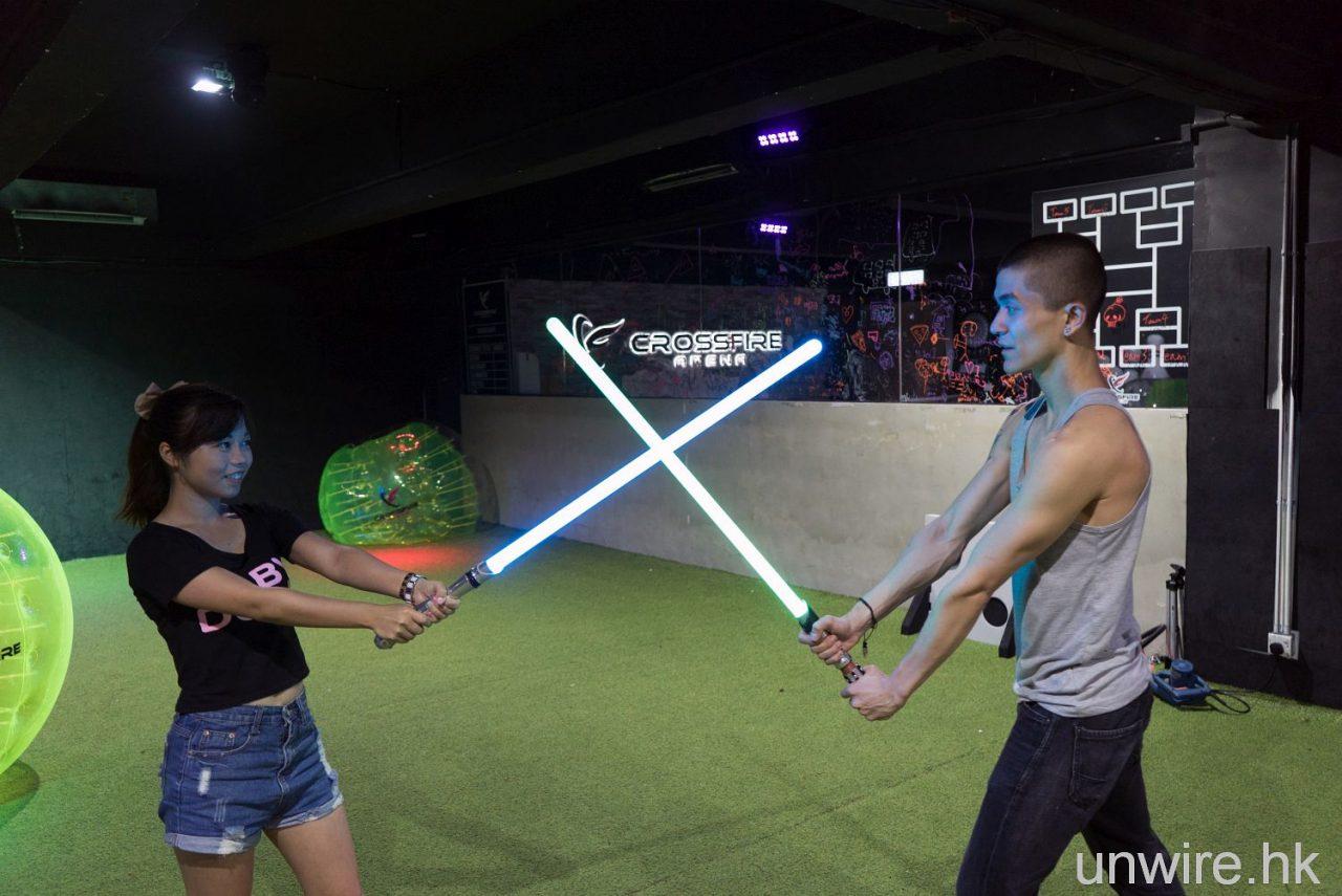 練劍上戰場! 依莉詩到鰂魚涌 Crossfire Arena 試玩 Neon Sabres 激光劍 - 香港 unwire.hk