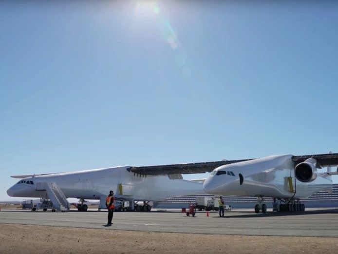 【有片睇】全球最大飛機完成跑道測試 機翼長過足球場 - 香港 unwire.hk