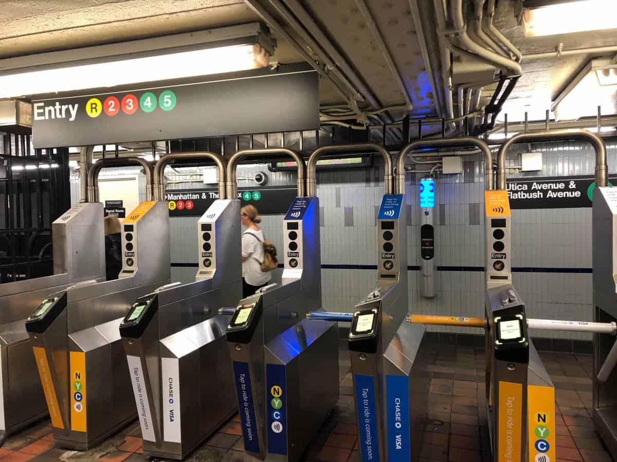 Apple Pay 新功能失靈 紐約地鐵入閘一次扣兩次錢 - 香港 unwire.hk