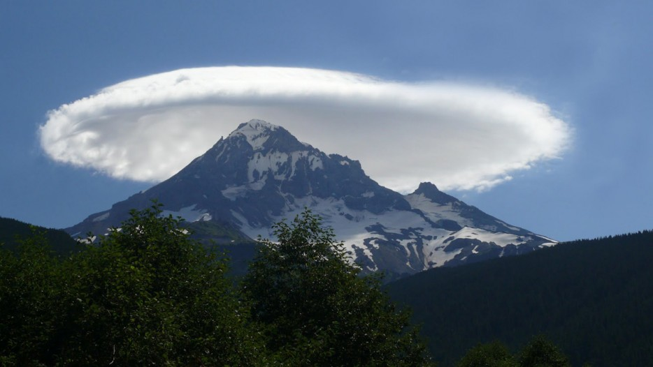 24 - Lenticular cloud