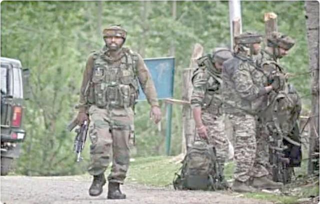سرینگر میں جنگجوئوں کا حملہ، دو سکیورٹی اہلکار ہلاک