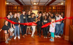 Ribbon cutting at E. Bronson Ingram College (Joe Howell/Vanderbilt)