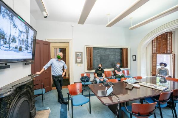 Professor Matthew Worsnick's Historical Documentation class at the Vaughn Home. (John Russell/Vanderbilt)