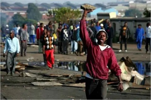 Xenophobic attacks: Hundreds of Nigerians leave South Africa