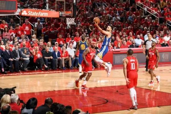 2463291640cb Curry floodgates open in second half as Warriors oust Rockets