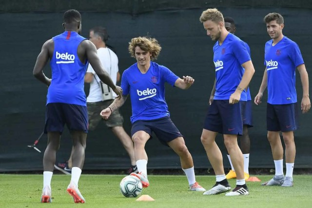 Griezmann Barcelona  Griezmann trains for the first time with Barcelona #Nigeria Griezmann Barcelona