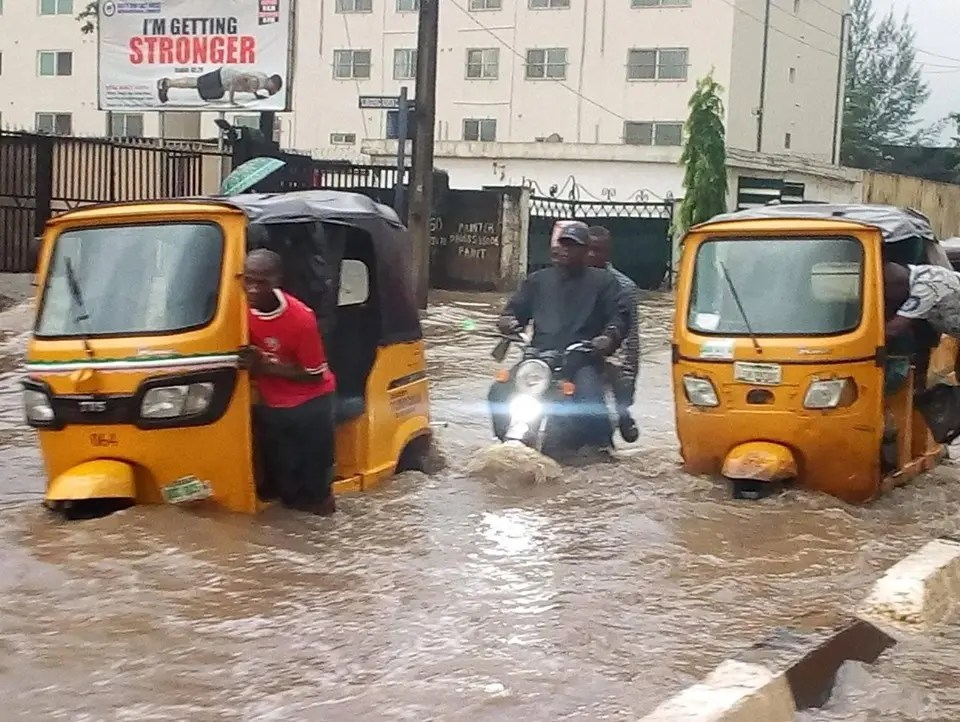 556 Nsukka flood victims receive relief materials from Enugu state govt - Vanguard