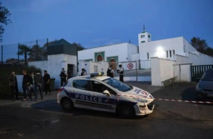 84-yr-old arrested for trying to burn down mosque in France