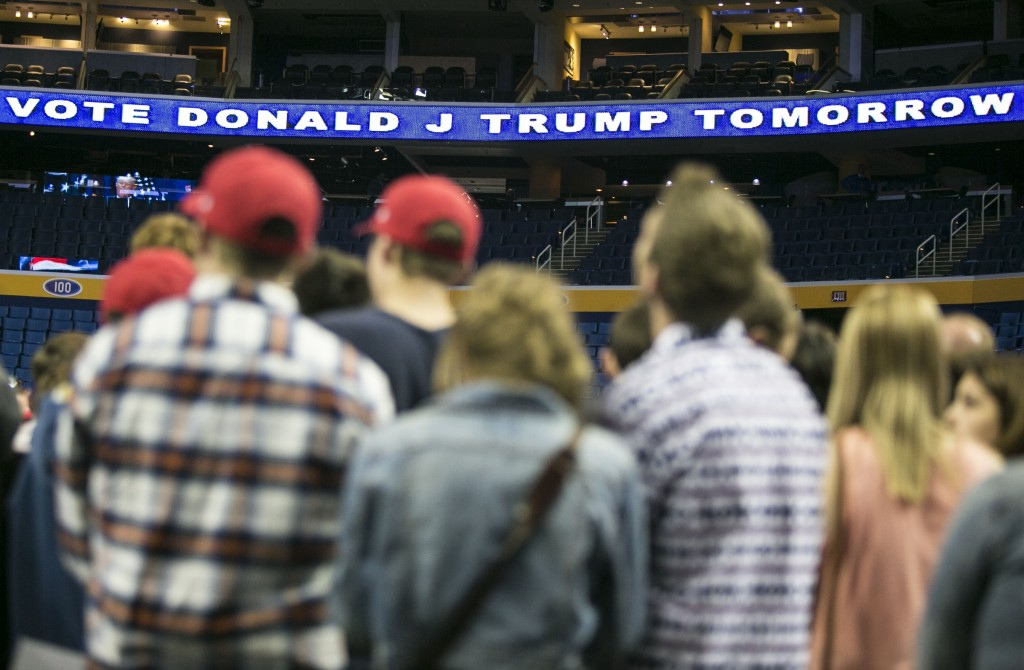 Trump supporters attend a rally in Buffalo, NY. (Al Drago/CQ Roll Call)