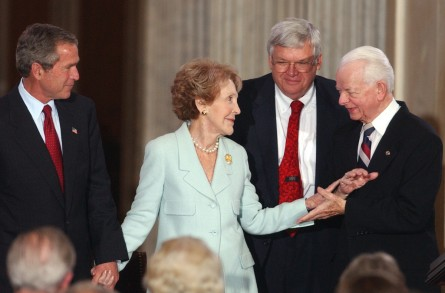 medal6/051602 - Former first lady Nancy Reagan is congratulated by Sen. Robert Byrd, D-W.V., while President George W. Bush, left, and Speaker Dennis Hastert, R-Ill., look on, at a ceremony in the Rotunda of the Capitol Building to honor former president Ronald Reagan with the Congressional Gold Medal.  Mrs. Reagan accepted the honor on behalf of her husband.
