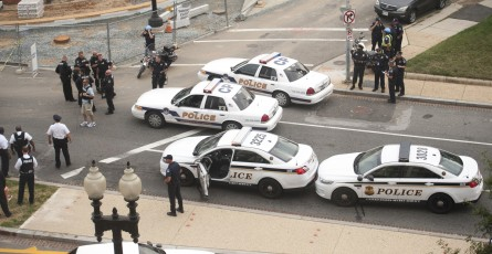 Capitol Police investigate the shooting on the Senate side. (Douglas Graham/CQ Roll Call.)