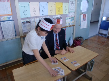 Rep. Tom Petri visits with Japanese school children in 2011 during a trip to Kamogawa. (Courtesy Tom Petri)