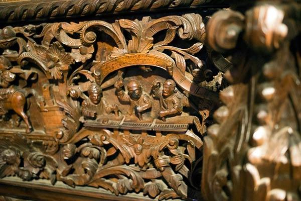 Iconostatis carved in walnut.