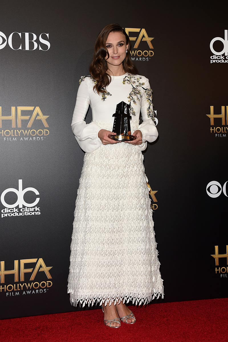 https://i0.wp.com/cdn.vogue.es/uploads/images/thumbs/201446/18_edicion_de_los_hollywood_film_awards_745197274_800x.jpg
