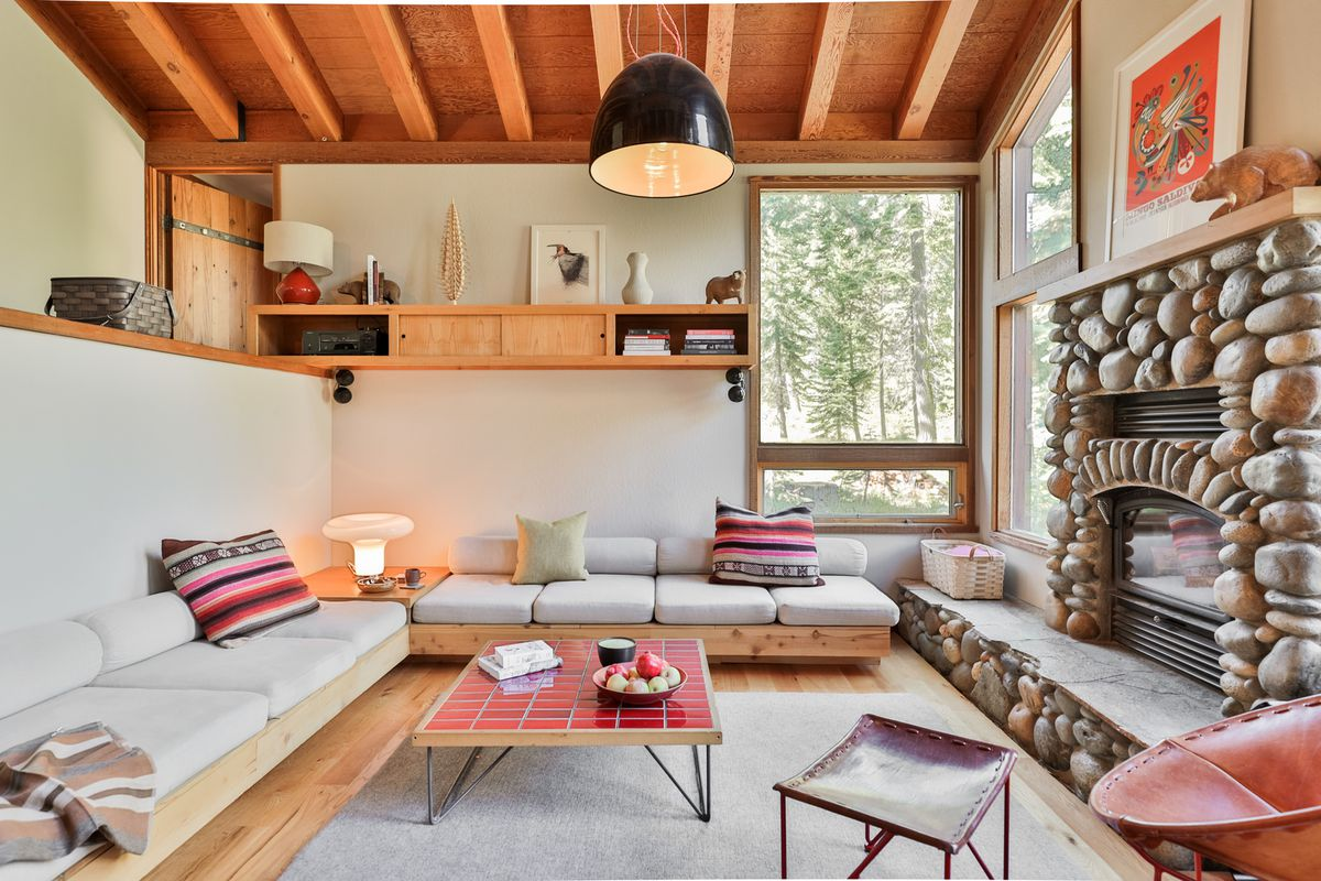 lake tahoe cabin decked out in heath