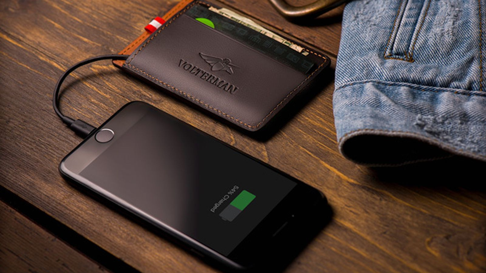 This smart wallet has a builtin camera for catching
