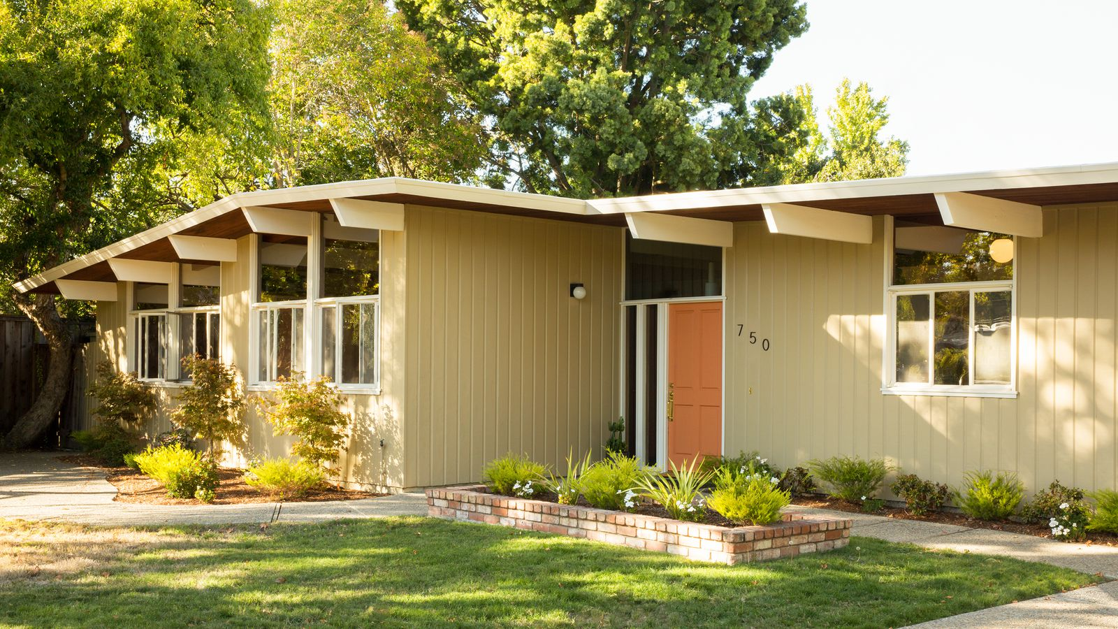 Midcentury Modern Homes + Interiors, a new Facebook group