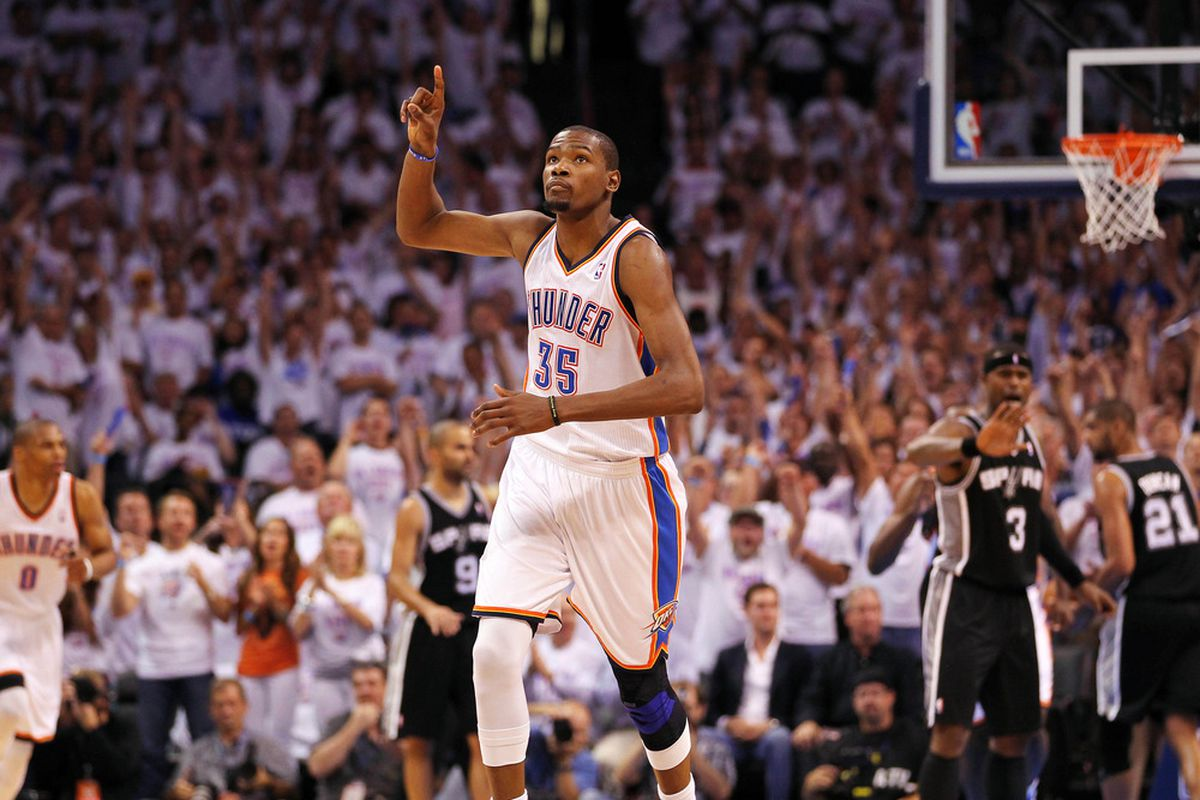 Kevin Durant tosses a laser pass to Serge Ibaka for the