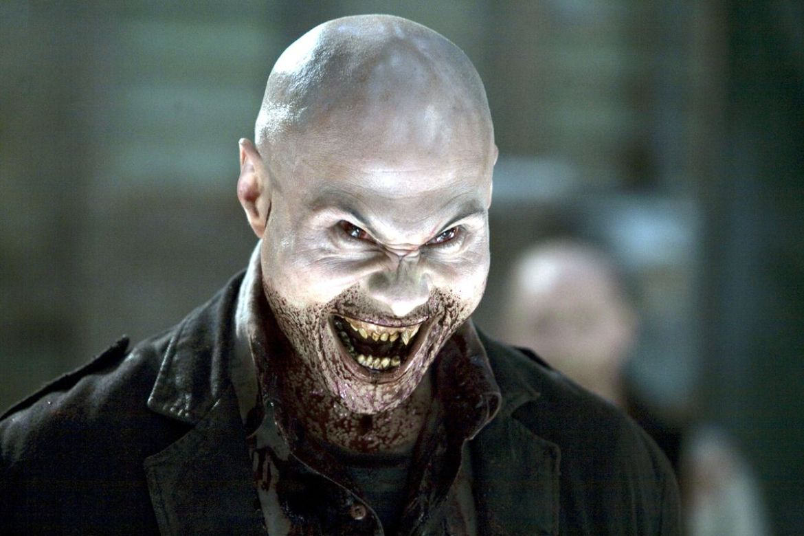 A vampire with giant fangs smiles in 30 Days of Night